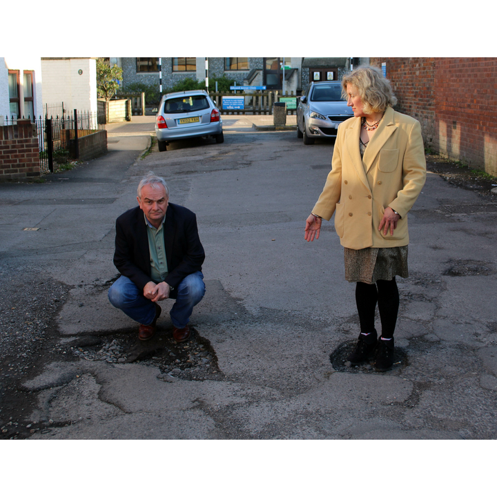 Jeremy Hilton and Isabel and Gloucester's poor roads